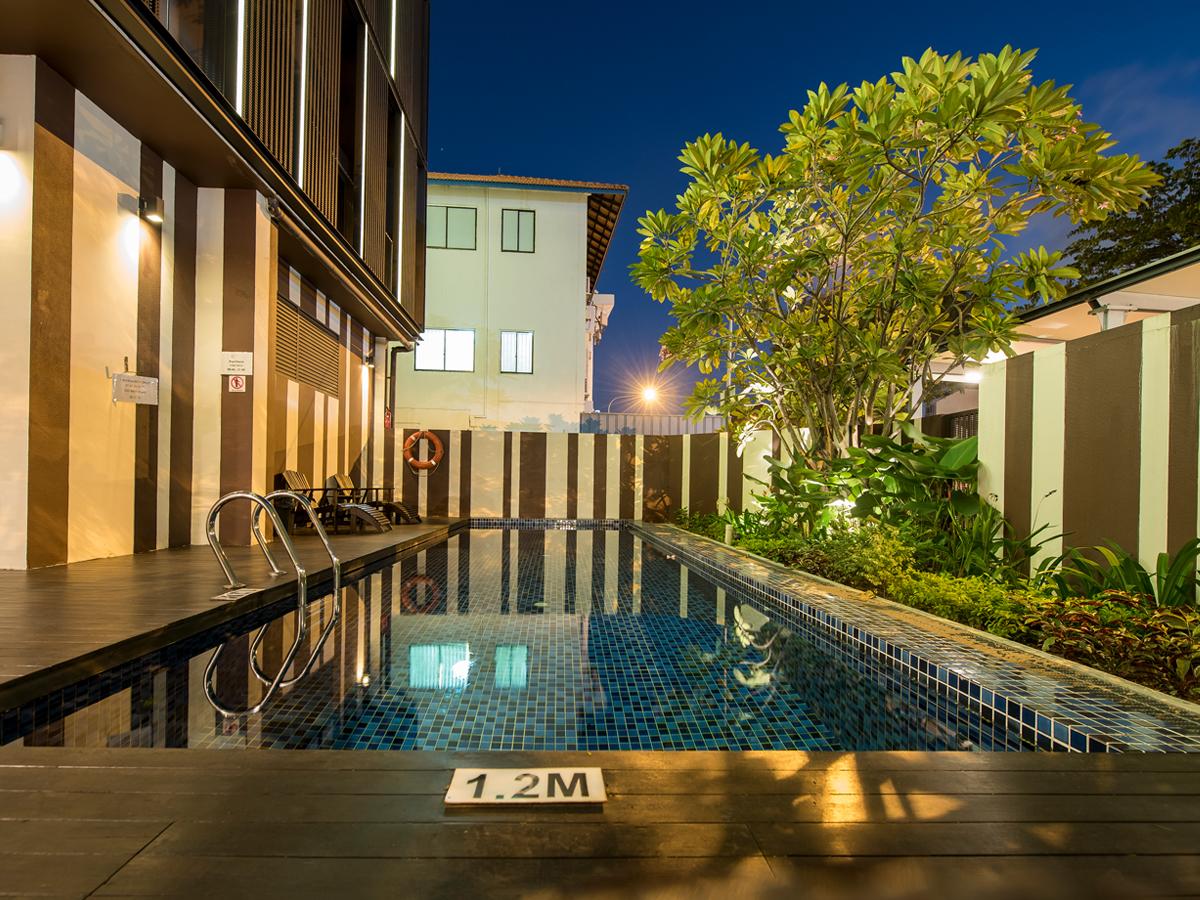 Facility_02_Avant_Residences_Pool.jpg